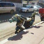【思わずに二度見】路上で見かけた破壊力抜群の乗り物 http://t.co/LaHNRTgdhn 「おい、あれ見ろ! すげえのに乗ってるぞ!!」って言われて撮ったような写真。捕まらないのが不思議だ。 http://t.co/rwt0db7X8l
