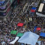 Protests in #HongKong put a brake on China National Day tourists http://t.co/kfhhHu5KnH via @WSJ (photo: Reuters) http://t.co/wOPwWSFpVC
