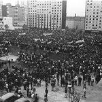RT @vivetlatelolco: Mitin 2 de octubre de 1968, Plaza de las Tres Culturas #Tlatelolco #2deOctubreNoSeOlvida Ni Perdón Ni Olvido. http://t.co/nZ7ucpkoZh
