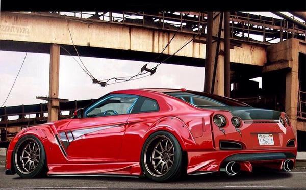 Red GTR 😍 http://t.co/gzpACGavxc