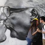 お金で真実の愛を買うことはできないが、韓国人にとってはお金がますます重要になっている⇒変わる韓国人の結婚観、経済力が一段と重要に http://t.co/znfIqw4RzY (Reuters) http://t.co/gY8eNJiOE8