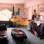 """全然 魔女タクっぽくないな""""@livedoornews: さっきまでキキがいたような部屋 http://t.co/yb6piBtXfi 東京プリンスホテルが期間限定で「魔女の宅急便コンセプトルーム」を提供。 http://t.co/yjA2l7Eu9B"""""""