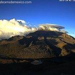 RT @webcamsdemexico: El Pico de Orizaba con nube lenticular hoy al atardecer. @inaoe_mx http://t.co/3tRLdLArUv