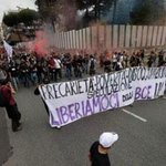 """Protesters clash with police in Naples, where #ECB meets. Banner says: """"Lets get rid of ECB"""" (h/t @fattoquotidiano) http://t.co/l1wBN9sEIU"""