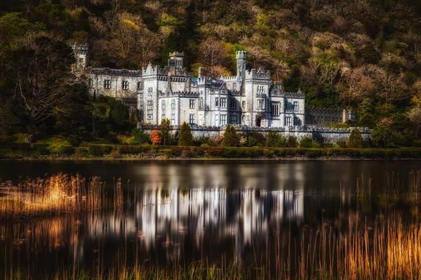 RT @theplanetd: The beautiful Kylemore Abbey in Ireland @GoToIrelandCA #PlanetDIreland http://t.co/RtoQ6zwURo