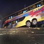 #CURICÓ: Colision. 1 Camion, 1 vehiculo posterior volcamiento. 2 buses . Puente Lontue ruta 5 sur. @RadioEstacion1 http://t.co/H9AV8sNlz5