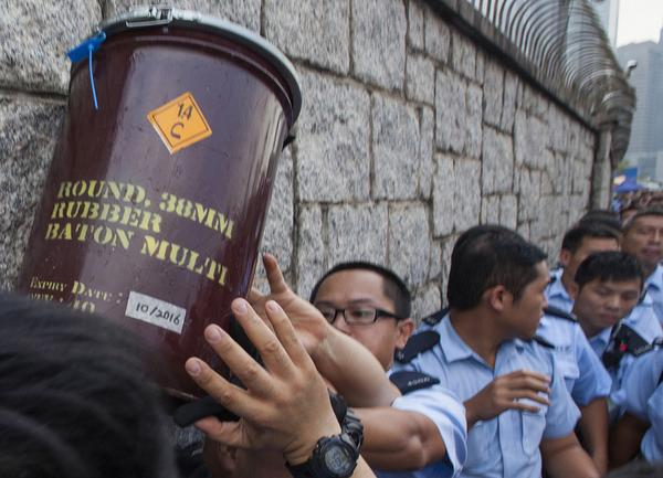 Rubber bullets and CS gas grenades arrive at Hong Kong Chief Executive's Office. #OccupyCentral http://t.co/LmPJc6IcLV