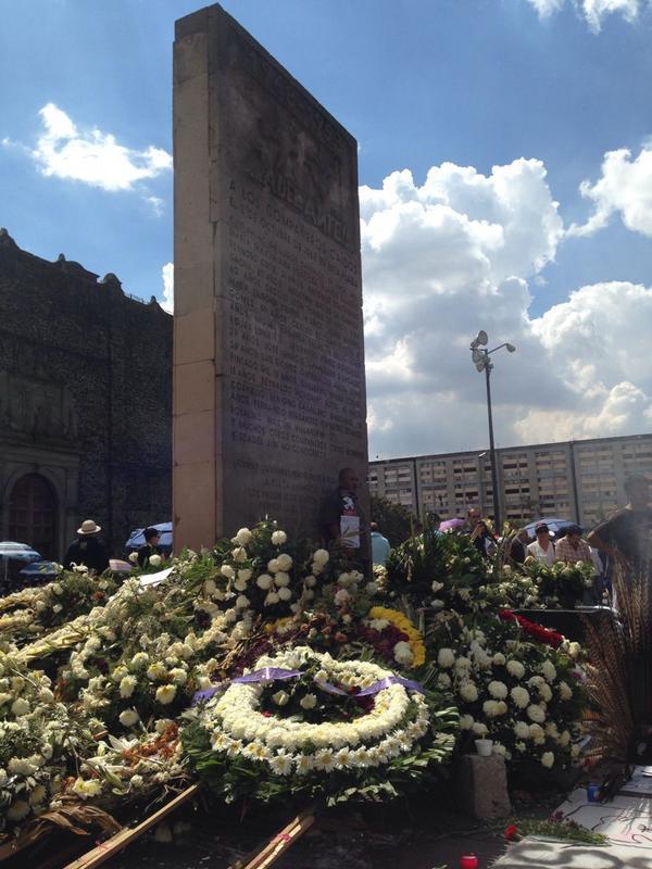 Irais Rasgado (@iraisrs): Comienza la concentración en Tlatelolco y las ofrendas no pueden faltar #2deOctubreNoSeOlvida http://t.co/sfGu5cPTs4
