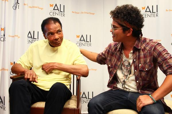 @BrunoMars met his idol, Muhammad Ali, today. Bruno Mars will play a benefit tonight. Event sponsored by @HorseshoeSI http://t.co/l1DRbZijNp