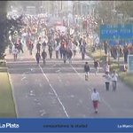 Los hinchas de #EDELP abandonan el #EstadioÚnico luego del encuentro con #GELP. http://t.co/0UVxIUaLLm http://t.co/1ZzioUsd2s