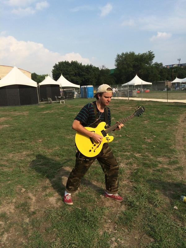 Give back my guitar!!! @Msldemarco http://t.co/ft0p9jlkwM