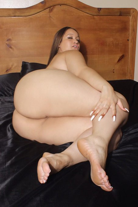 Bet you can't see my pussy ??? #BBW #Photography #Nude http://t.co/xRZpKPtMVi