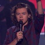 no doy mas con el pelo de Harry, este chico me va a matar #OneDirectionAtiHeartRadioFestival http://t.co/9hu04EOVrz