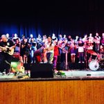 El coro municipal de Zapopan acompañando a Pao Vergara en su concierto. Cantando #espejismo http://t.co/MMEWrefDfH