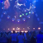 RT @lisacampos29: Surprise performance by @macklemore during @edsheerans#iHeartradioMusicFestival set! @MGMGrand #mgmprinsider http://t.co/b6Z9SeWG8K