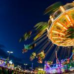 Am 1.#Wiesn-Abend feierten tausende Besucher das größte Volksfest. Tolle #Fotos in der Dämmerung! #Oktoberfest2014 http://t.co/VMzQk3HKfB