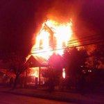 RT @Clave9cl: AHORA TEMUCO: Equipos policiales se movilizan urgentemente por incendio que destruyó parroquia Sto Tomás http://t.co/O1ks1nBCQd