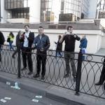 "RT @_openrussia: В идущих кидают ""доллары"" и кричат: ""Возьми зарплату с пола!"" #маршмира #москва http://t.co/hYgpZj85Qo"
