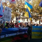 """Рождественский бульвар. Скандируют: """"Хунта - в Кремле! В Киеве - братья"""" #НетВойне #МаршМира ☮ http://t.co/ZKVObhuFn7"""