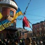 Уважаемые жители Новороссии! Я прошу у вас прощения, за то, что в Москве такое количество бандеромразОты митингует! http://t.co/fBTUVzcw0a