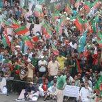 RT @PTIofficial: Crowd Building up! #PTI4Karachi #GoNawazGo http://t.co/iaCTRCuGLI