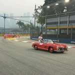 RT @RTL_Steffen: Rosberg hat die Ruhe weg und liest Zeitschrift. #SingaporeGP http://t.co/hHBOYrO8LU