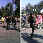 """На Пушкинской площади уже собрались люди с флагами Новороссии. Сегодня, """"кого-то будут бить, возможно даже ногами…"""" http://t.co/a5DK85cYjQ"""
