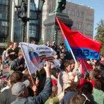 Патриоты России в Москве вышли против марша белоленточников, поддерживающих Порошенко http://t.co/2valE943Q3 http://t.co/RrMZqgI8ky