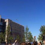 Неизменный вертолетик, сопровождающий практически все митинги и шествия http://t.co/v2p2RnSk8y