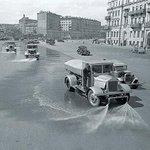 Чтобы финал был исторически правильным.. после марша по улицам города должны проехаться поливальные машины.. http://t.co/86ypQW6cZB