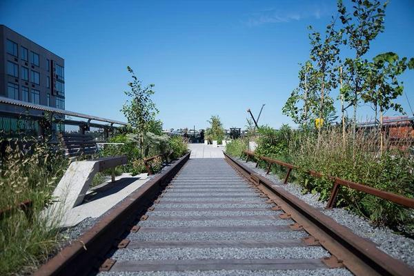 The High Line at the Rail Yards is open! Come explore the northernmost section of our park. http://t.co/ys45SeWCjo http://t.co/7YuMuGhh7z
