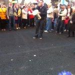 Ещё одна провокация со стороны людей с флагами ДНР и ЛНР: закидали мирное шествие яйцами http://t.co/qITg4tYsiB