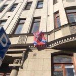 """Жители столицы """"Марш Мира"""" не поддержали и ответили на это протестом, вывесив флаги ДНР и ЛНР из окон домов. http://t.co/rAkflDJPrS"""