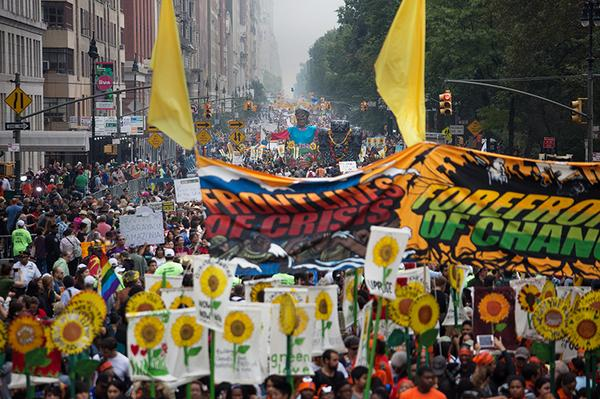 Everyone should be following this. MT @nytimesscience: View of #PEOPLESCLIMATE crowd in NYC. http://t.co/9ftURivato http://t.co/vghUZhIScP