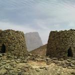 مدافن وادي العين | تبعد 30 كم شمال شرق مستوطنة بات بولاية عبري، وتقع المدافن البرجية الـ 21 على تلال صخرية مرتفعة. http://t.co/wIPCxooitR