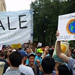 We here at ACE AND NYU Law were very happy to meet the @YaleFES Alum at the @Peoples_Climate march! http://t.co/6COXqIZP9u
