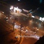 Los niveles de agua en la avenida Delicias Norte comienza a sobrepasar la isla 6:32PM #Maracaibo http://t.co/4YU9AcrUSy