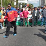 RT @Mindeporte: #SomosGenteDePaz Pdte @NicolasMaduro y el Viceministro @vclarkb en Caimanera 3x3 http://t.co/YeozasRATp