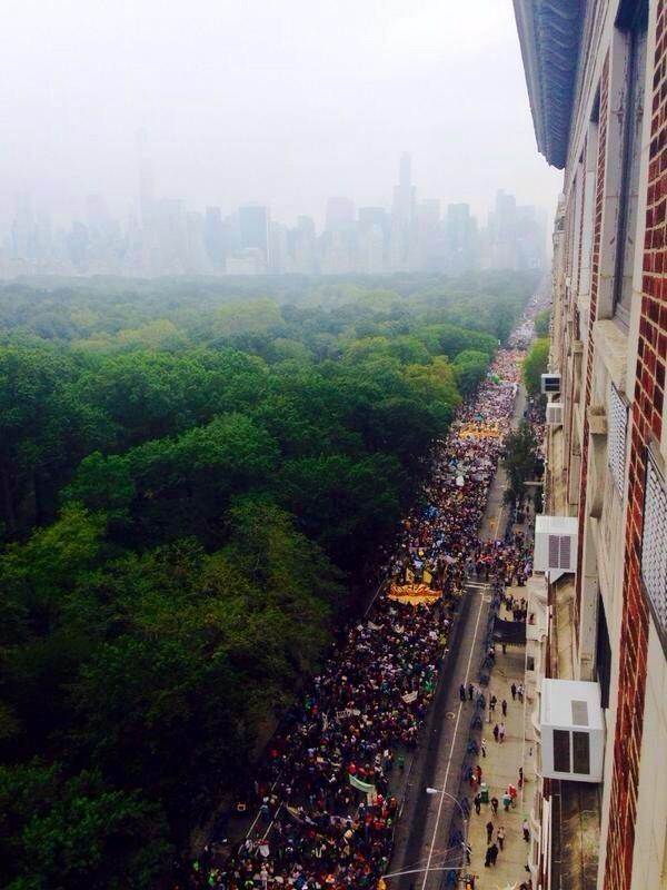 Here are the three best crowd photos I've seen from the #PeoplesClimate March http://t.co/fzsFhzvxDl
