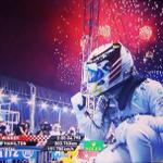 Best... shot... EVER!!! #KudosToTheCameraMan #F1 #SingaporeGP @LewisHamilton @F1NightRace http://t.co/hTcNp7ur7K