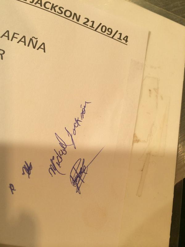 Mi autógrafo de Michael Jackson en #karaokemichaeljackson
