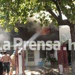 RT @DiarioLaPrensa: Incendio consume casa en barrio Barandillas de San Pedro Sula -> http://t.co/tOj1QkgaSe http://t.co/128opyeQ3y