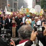 RT @LimaCop20: #PeoplesClimate en Nueva Yotk @manupulgarvidal Ban Ki-Moon, @algore y el alcalde de Nueva York (vía @taniya_nic) http://t.co/e887Io0MX5