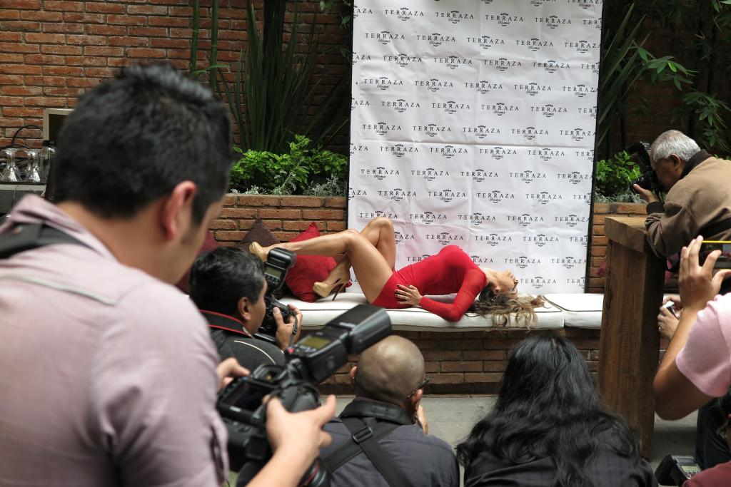 un recuerdo de la conferencia de prensa de @PlayboyMX http://t.co/hc8lSSwr1A