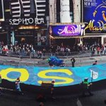 RT @JennaBPope: The 300 foot #FloodWallStreet banner at the #PeoplesClimate March in NYC. @FloodWallStreet http://t.co/vYg3Xjua1S