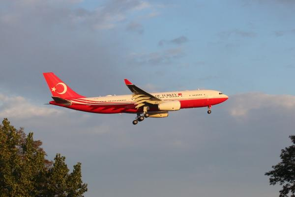 The best looking #UNGA14 arrival of the day: a brand new Republic of Turkey A330. #UNWeek #AvGeek @NYCAviation http://t.co/ECzdHNGyvx