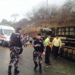 RT @Oromar_TV: Accidente en la vía Manta Rocafuerte se habría suscitado por pérdida de pista a causa de la llovizna. http://t.co/w4oZ0ZmlS9
