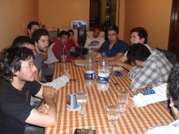 Con vecinos de 9 de Julio #FlorencioVarela coincidimos en la importancia de los clubes de barrio! http://t.co/uWUDoiPWPQ