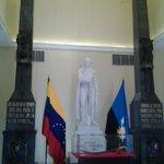 """RT @RevoHCF: #LoQueAmoDelZulia """"El soldado mas fíel a Bolívar"""" desde el Museo Urdaneta @ZuliaTurismoGBZ @marielita2508 http://t.co/5C9qB2rdex"""