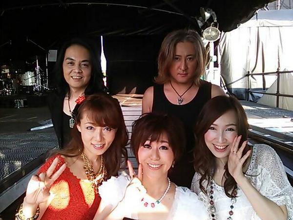 「バンダイナムコアニメキャンプ 2014」ガンダム 35th ANNIVERSARY LIVE!みんな一緒に歌ってくれて最高でした!ありがとう!そして舞台ソデで聴いていた森口博子さんの歌声で心が癒やされる。美しすぎて神がかっている。 http://t.co/218eZ4Vh1T